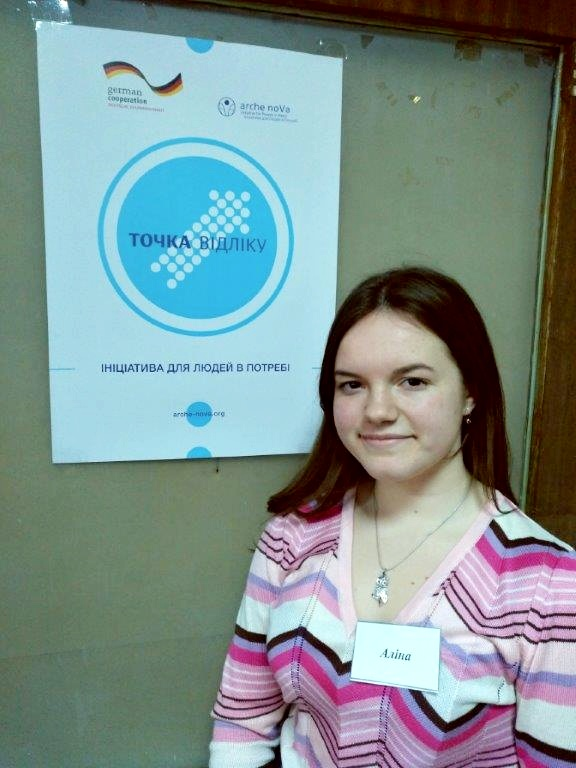 Portrait of student Alina in front of an arche noVa poster