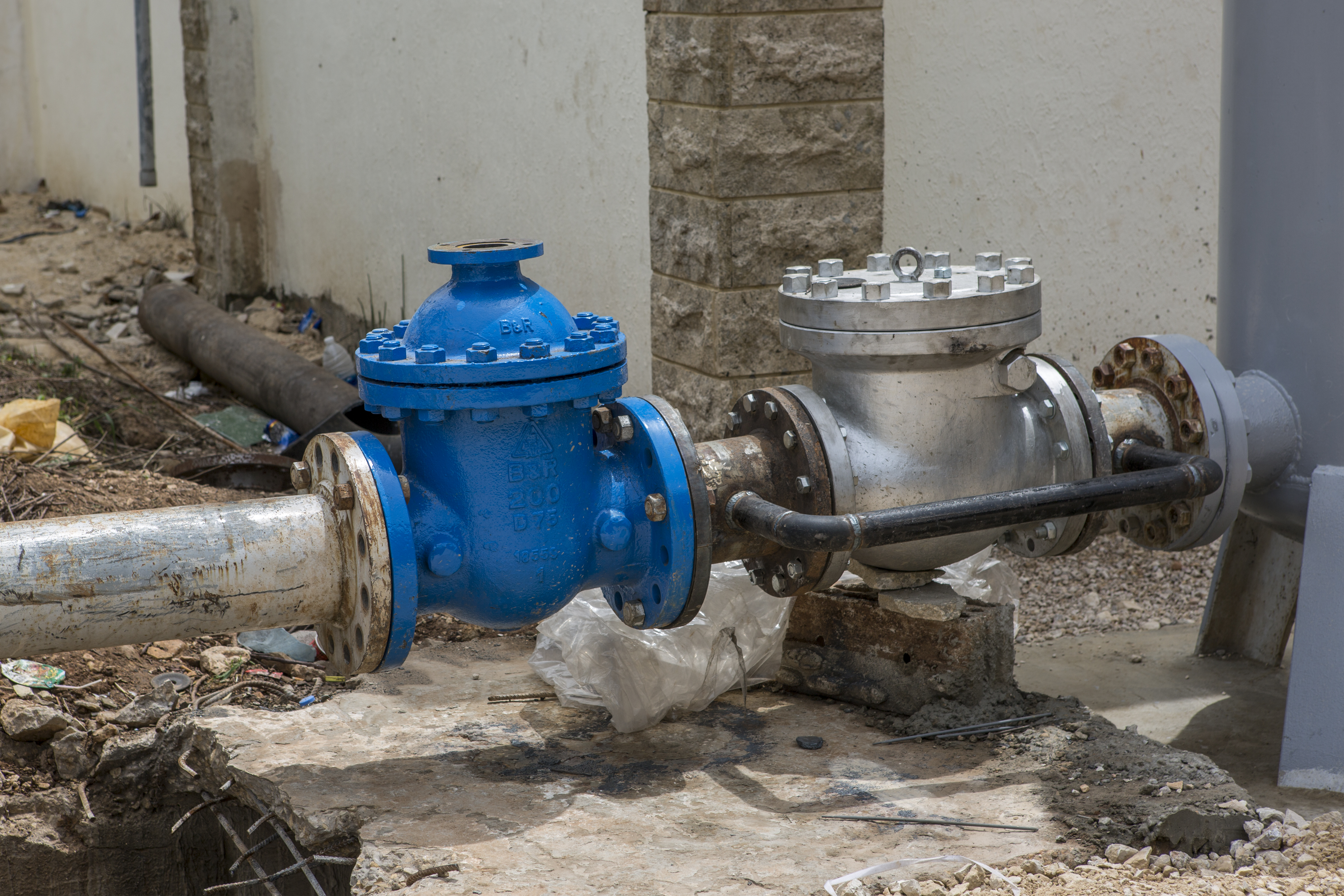 new valve at the pump station in Tarane, District Akkar