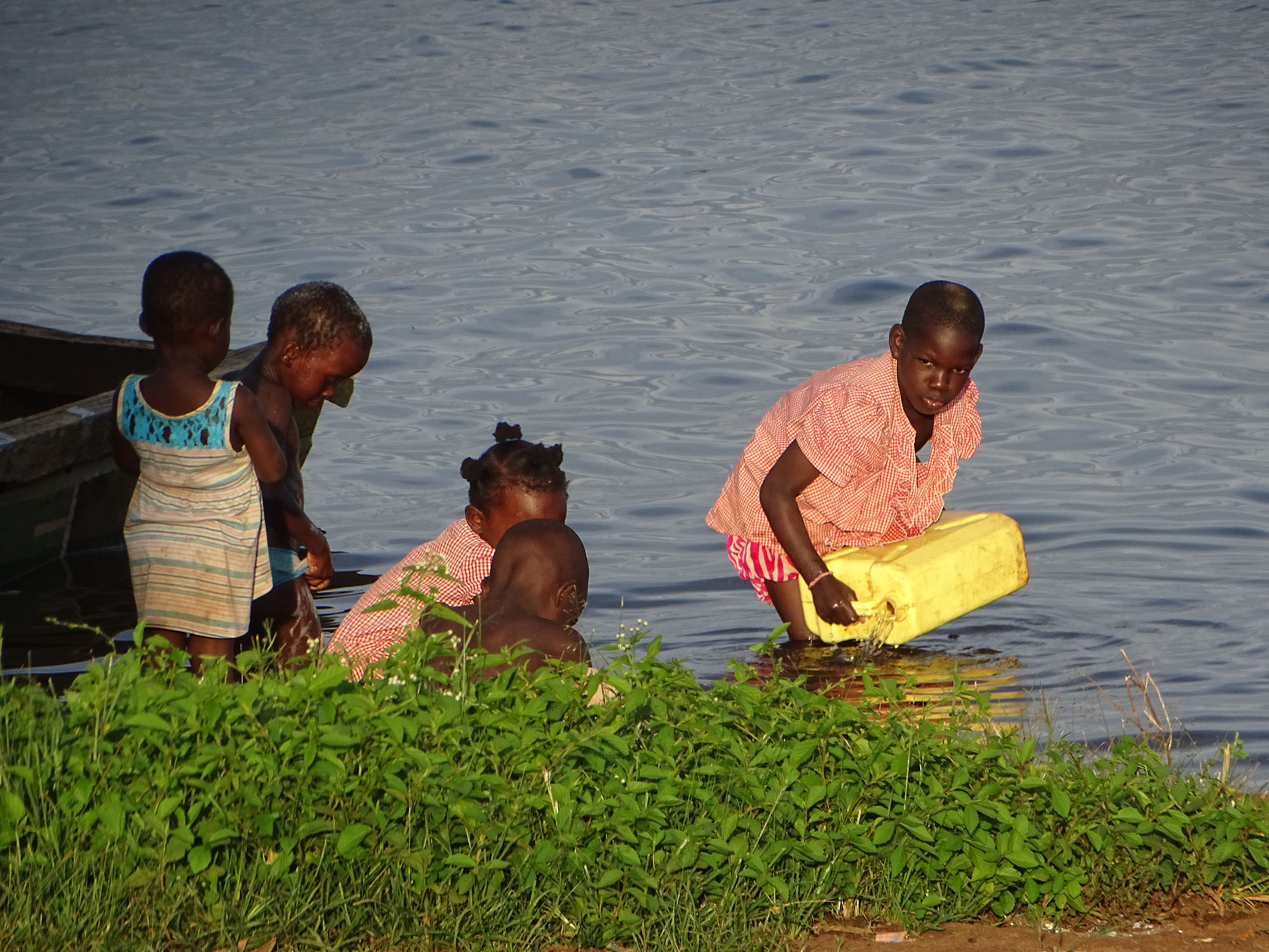 Children fetch water from Lake Victoria