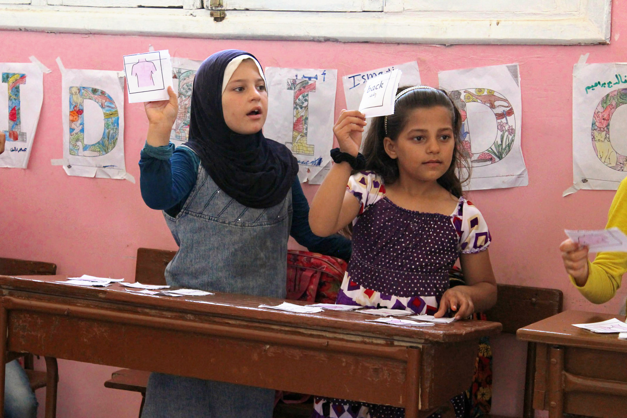 Titelbild Syrien - Girls in English class
